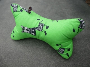 Leseknochen,Nackenkissen,schielende Zebras auf hellgrün - Handarbeit kaufen
