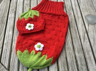 Cocoon/ Kuschelsäckchen für Neugeborene im Erdbeerlook von Hand gestrickt