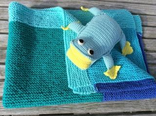 Babydecke von Hand gestrickt * Neptun mit Fritzi Frosch * Babyfotografie