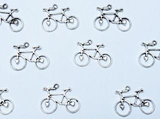 10 Schmuckanhänger Charms * Fahrrad mit Herz *