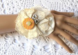 Stoffarmband/Manschette aus verschiedenen Textilien im BoHo Style und passend zum Dirndl