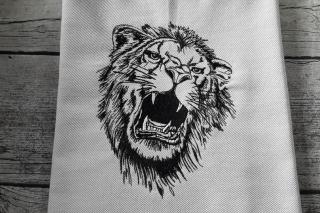 Geschirrtuch bestickt,  aus ägyptischer Baumwolle brüllender Löwe