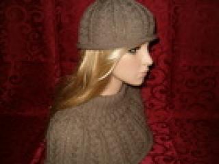 Rollrand-Damen-Mütze mit Loop-Kragen aus Merino & Baumwolle in beige-braun   Einzelstück