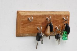 Schlüsselbrett Eiche mit Haken in Edelstahloptik - Handarbeit kaufen