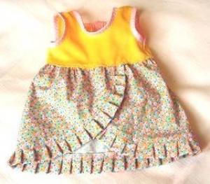 Sommerkleid  für Puppen gelb mit mint orange farbenden Blumen  von einer Länge von 35 bis 40 cm  - Handarbeit kaufen