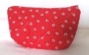 mittlere Kosmetiktasche oder Geldbeutel  in rot mit kleinen weißen Blümchen