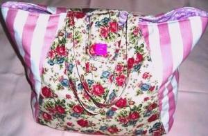 rosa weiß gestreifter und mit Rosen geblümter Stoff als Shopper liebevoll verarbeitet - Handarbeit kaufen