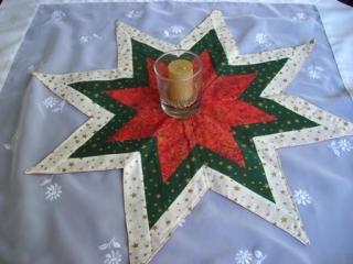 rot-grün-beiger Weihnachtsstern in aufwendiger Patchworktechnik, besonders geeignet als Tischdeko - Sale