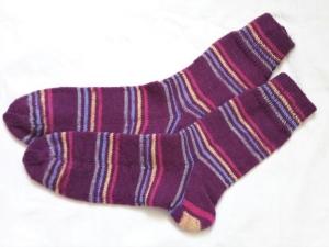 Wollsocken in Größe 40/41 handgestrickt lila bunt geringelt   für Frauen und Männer - Handarbeit kaufen