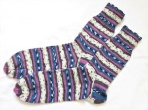 Wollsocken in Größe  46/47 handgestrickt lila blau bunt geringelt  für Frauen und Männer  - Handarbeit kaufen