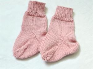 Babysocken für Neugeborene handgestrickt  in altrosa    - Handarbeit kaufen