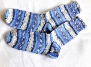 Wollsocken in Größe 36/37 handgestrickt  hellblau beige gemustert für Mädchen und Jungen - Handarbeit kaufen