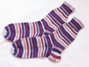 Wollsocken in Größe 36/37 handgestrickt  lila,beige, rosa geringelt für Mädchen und Jungen - Handarbeit kaufen