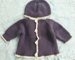 Babyjacke mit Mütze für Babys in Gr. 68-74  handgestrickt in lila und beige umrandet  - Handarbeit kaufen