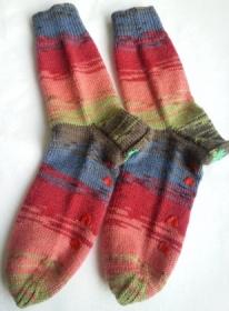 Wollsocken handgestrickt in Größe 38/39 bunt geringelt für Frauen und Männer mit Stopper