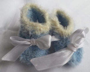 Puppenschühchen handgestrickt in hellblau für Puppenfüsse von 5 bis 7 cm  - Handarbeit kaufen