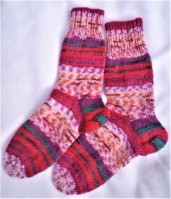 Wollsocken handgestrickt  bunt gemustert geringelt  in Größe  26/27 für Mädchen und Jungen