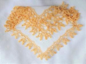 Einstecktuch, Ziertaschentuch handumhäkelt mit einer gelben Spitze, ein besonders  auffälliges Accessoires  - Handarbeit kaufen