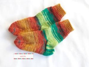 Wollsocken in Größe 22/23 handgestrickt verschiedene braunen und grünen Farbtöne für Mädchen und Jungen