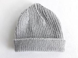 Wollmütze handgestrickt in grau Größe M für Frauen und Männer - Handarbeit kaufen