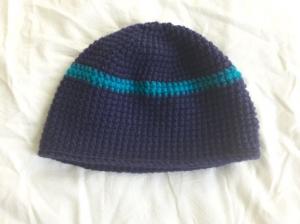 Wollmütze handgehäkelt dunkelblau mit türkis geringelt in Größe M für Frauen und Männer  - Handarbeit kaufen