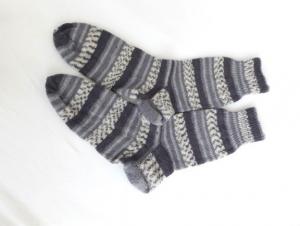 Wollsocken in Größe 44/45 handgestrickt grau gemustert für Frauen und Männer  - Handarbeit kaufen