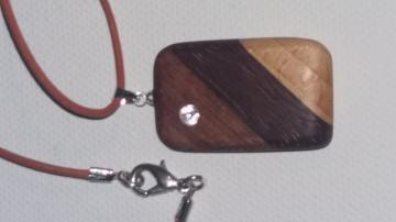 Handgeschliffener Edelholz Anhänger Verschiedene Holzarten  mit Swarovski Stein