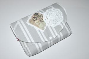 Büchertasche - Buchtasche - Schutzhülle Shabby mit Häkelapplikation