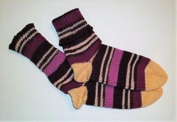 Handgestrickte Socken Größe 35-37 mit 4 fädiger Sockenwolle