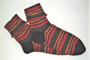 Handgestrickte Socken Größe 38-40 mit 4 fädiger Sockenwolle