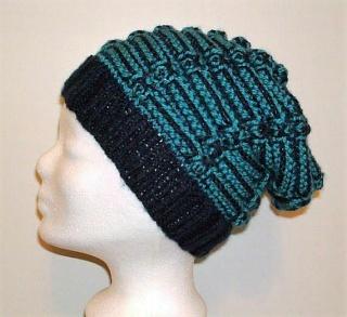 Handgestrickte Mütze - Beanie mit Wurmmuster in blau und türkis