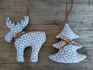 Stoffelch und Weihnachtsbaum aus Baumwollstoff für den Weihnachtsbaum