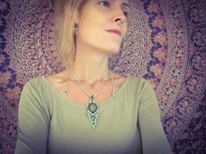 Makramee Halskette Hellgrün Dunkelgrün Edelstein Unakit Fee Elfe Goa Psytrance Fantasy Prinzessin Festival Spirituell Märchen Perlen Bronze