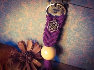 Makramee Schlüsselanhänger Violett Samen des Lebens Blume Des Lebens Holzperle Boho Hippie Psytrance Goa Yoga Spirituell Tasche Accessoires Bronze Baumwollseil Handtasche Anhänger