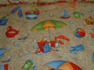 Sandstrand Möwen Spielzeug Muscheln Sonnenschirm  Wade & Sea Baumwolle Patchworkstoff  Blank Quilting