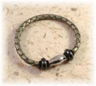 #Amado# handgemachtes Designer Armband aus geflochtenem Lederband, Magnetverschluss und Hämatitperlen für Männer