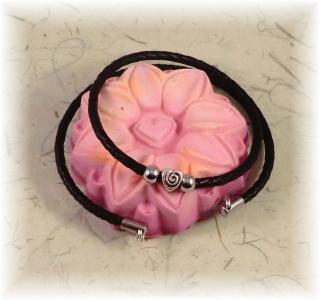*Valentinstagsrabatt* #Sanna# Damen  Designerkette aus Leder mit Herz-Anhänger und Edelstahlperlen
