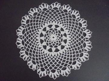 Häkeldeckcken sehr dekorativ und filigran aus weisser Baumwolle-Geschenk-Handarbeit-Handgehäkelt-Deckchen-gehäkelt - Handarbeit kaufen