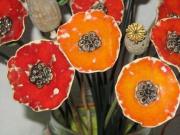 handgetöpferte Mohnblume aus Keramik - mittel