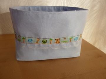 Utensilo * Aufbewahrungskorb in hellblau kaufen ~ *~ Körbchen, genäht aus hellblauem Stoff für das Kinderzimmer mit Borte                            - Handarbeit kaufen