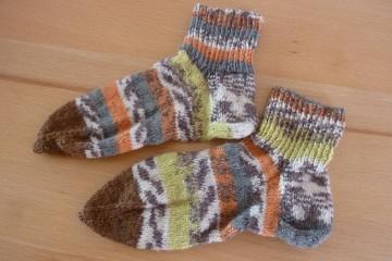Kindersocken handgestrickt aus bunter Schurwolle u.a. kaufen ~ **~ Socken ~ Kuschelsocken ~ warme Füße ~  - Handarbeit kaufen