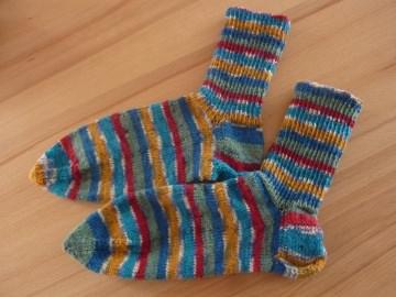 Socken, handgestrickt aus Schurwolle kaufen~ Strümpfe ~ Kuschelsocken ~ warme Füße ~ kunterbunte Ringelsocken - Handarbeit kaufen