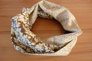 Schlauchschal aus Baumwollstoffen genäht kaufen ~ Loop ~ Brauntöne  ~ Blättermuster ~ graphische Muster  - Handarbeit kaufen