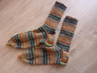 Socken ~ Strümpfe handgestrickt aus Schurwolle kaufen in grün - orange ~ Kuschelsocken ~ warme Füße