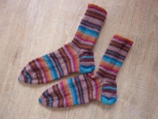 Socken handgestrickt aus Schurwolle kaufen ~ Strümpfe ~ Kuschelsocken ~ warme Füße in Ringelsocken - Handarbeit kaufen
