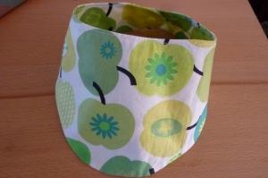 Wendehalstuch aus Baumwollstoffen genäht kaufen *  mit Druckknopf ~ retro Äpfel~ in gelb-grün und weiß - Handarbeit kaufen