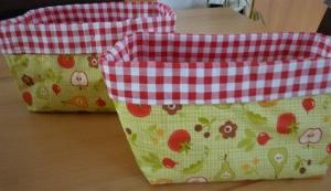 Utensilo genäht aus Baumwollstoff in rot + grün kaufen * Brötchenkorb * Aufbewahrungskorb * Körbchen mit Gemüse u. Blümchen - Handarbeit kaufen