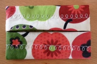 Taschentücher Tasche, genäht aus Baumwollstoff mit Retro ~Äpfeln kaufen * TaTüTa* Kosmetiktäschchen ~ griffbereite Taschentücher - Handarbeit kaufen