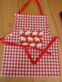 Kinderschürze aus Baumwollstoffen in rot-weiß genäht kaufen ~ Backschürze ~ Kochschürze ~ Elefanten ~ Kaufladen