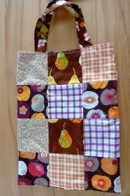 Tasche aus Baumwollstoffen genäht kaufen ~ Einkaufstasche ~ Stoffbeutel im Patchworklook ~ geblümt und kariert zum Wenden
